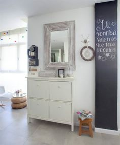 muebles de ikea decoración inspiración decoración ikea estilo escandinavo decoración decoración pisos pequeños nórdicos decoración nórdica e. Ikea Inspiration, Hall Deco, Chalkboard Decor, Valencia, Ikea Storage, White Furniture, Scandinavian Interior, Ideal Home, Home Organization