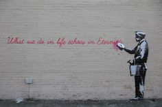 """What we do in life echoes in eternity"", Banksy (""O que a gente faz na vida ecoa na eternidade"", Better out than in)"