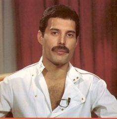 Freddie Mercury, Queen - I wish i would have been able to see him live!!!