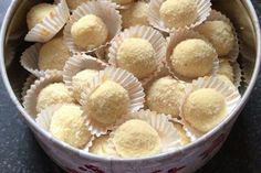 Homemade prawn truffles - a great gift instead of flowers! Candy Recipes, Veggie Recipes, Dessert Recipes, Cooking Recipes, Macro Meals, Winter Food, Truffles, Food And Drink, Favorite Recipes