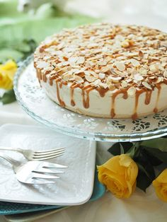 Lumoavan herkullinen kinuski-omenapilvi - Kulinaari-ruokablogi Just Eat It, Sweet Cakes, Toffee, Tiramisu, Mousse, Bakery, Cheesecake, Deserts, Goodies