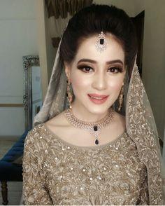 How Sell Gold Jewelry Walima Dress, Pakistani Wedding Dresses, Wedding Wear, Wedding Bride, Pakistani Bridal Makeup Hairstyles, Pakistan Bride, Muslim Brides, Groom Dress, Bridal Outfits