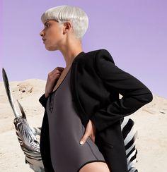 Edito haute couture très futuriste pour Dash magazine http://www.moodds.com/mode/766-un-edito-haute-couture-tres-futuriste-dash-magazine.html