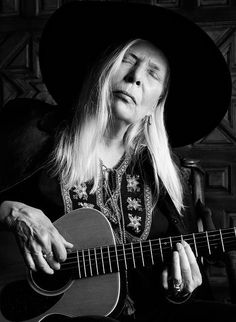 Saint Laurent Kampagne Joni Mitchell is the New Face of Saint Laurent Free Man In Paris, Hippie Man, Idole, Mademoiselle, Music Icon, Female Singers, New Face, Old Women, Retro