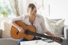 5 Proven Tricks for Learning Something New Guitar Strumming, Guitar Chords, Acoustic Guitar, Guitar Tips, Guitar Lessons, The Last Lesson, Mind Reading Tricks, Blues Scale, Learn To Play Guitar