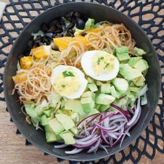 Vegetarian Cobb Salad with Crispy Shallots Deviled Eggs. Great Recipes, Favorite Recipes, Dairy Free, Gluten Free, Blue Apron, Salad Ideas, How To Cook Eggs, Deviled Eggs, Sin Gluten