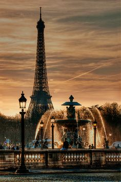 Tour Eiffel vue de la place de la Concorde, Paris- i really really want to travel and see beautiful places in the world. This is just one of many places i want to go