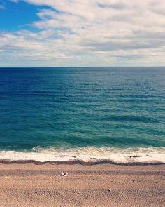 #devon #devonlife #eastdevon #visiteastdevon #visitdevon #swisbest #thedevonnetwork #branscombe #beerbeach #pebblebeach #pebbles #beach #seaside #sea #fishingvillage #summer #sunny #sunday #beachwalk #walk #beachlife #relaxing #picoftheday #iphonephotography #waves #blue #bluesea #ocean #calm #bythesea #montereylocals #pebblebeachlocals - posted by Laura Waddell https://www.instagram.com/lorzwaddell - See more of Pebble Beach at http://pebblebeachlocals.com/