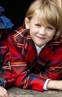 A Tartan Christmas♥נк∂♥ Scottish Plaid, Scottish Tartans, Scottish Highlands, Tartan Christmas, Christmas Colors, Tartan Clothing, Tweed, Burberry, Tartan Fashion