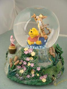 Winnie the Pooh - Riding an Umbrella