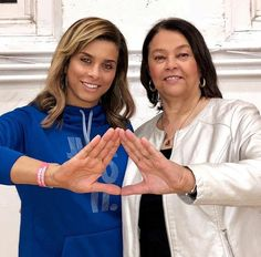 Mom and daughter Sorors What Is A Delta, Delta Sigma Theta Gifts, Divine Nine, Delta Girl, Sorority And Fraternity, My Black Is Beautiful, Greek Life, Baddie, Diva