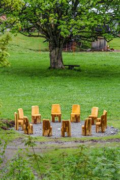 Der magische Sesselkreis beim Ahornbaum Outdoor Furniture, Outdoor Decor, Stepping Stones, Home Decor, Maple Tree, Tourism, Felting, Stair Risers, Decoration Home
