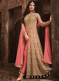 Buy designer salwar kameez, bridal sarees, lehenga choli at discount offers from ZaraaFab UK. Shop our new festive collection of ladies and indian pakistani dresses up to off. Designer Anarkali Dresses, Pakistani Dresses, Designer Dresses, Bridal Anarkali Suits, Wedding Salwar Suits, Designer Salwar Kameez, Party Wear Indian Dresses, Salwar Suits Party Wear, Salwar Dress