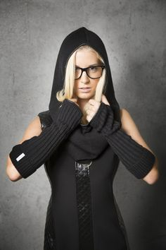 Shanks Knitwear hood and scarf & armwarmer black © alexreinprecht. Shank, Knitwear, High Heels, Fashion Design, Collection, Dresses, Style, Gowns, Tricot