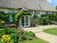 Eagles Nest is a Grade 2 listed traditional Dorset thatched cottage situated just over a mile from the village of . Annual Leave, Romantic Surprise, Uk Holidays, Short Break, New Forest, Grade 2, Biking, Eagles, Tub