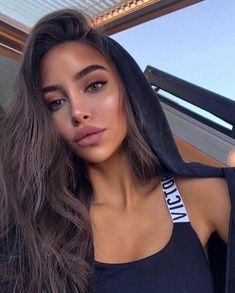 Hair is an important material primarily composed of protein, notably keratin. Hair care is your hair type. Your hair goals. Your favorite hair color Here you find all the possible methods to have perfect hair. Beauty Make-up, Hair Beauty, Brunette Beauty, Beauty Style, Day Makeup, Makeup Looks, Makeup Ideas, Makeup Geek, Flatlay Makeup