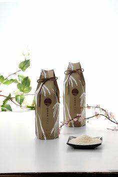 Luxurious (award winning) rice packaging from Rice Castle Cereal Packaging, Food Packaging, Brand Packaging, Packaging Design, Japanese Packaging, Packaging Supplies, Luxury Packaging, Fashion Branding, Logo Design