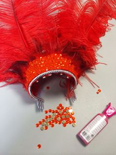 Jessica's DIY Feather Headdress use a chinese store princess crown to build headpiece Rio Carnival Costumes, Seussical Costumes, Carnival Crafts, Carnival Outfits, Carnival Makeup, Mardi Gras Costumes, Carnival Themes, Carnival Decorations, Carnaval Diy