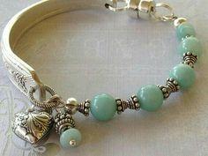 Fork Jewelry, Silverware Jewelry, Metal Jewelry, Jewelry Art, Jewelry Crafts, Jewelry Bracelets, Beaded Jewelry, Spoon Bracelet, Cabos