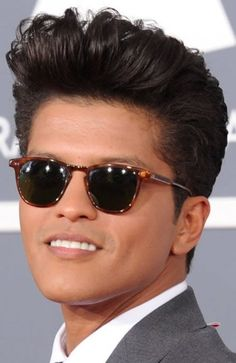 33 Dope Pompadour Hairstyles: Undercuts, Japanese Cuts & Fades Elvis was the King of the and and today is pompadour hairstyle is King again. Guys are rocking the pompadour combined with a wicked fade to Mens Hairstyles Pompadour, Baddie Hairstyles, Undercut Hairstyles, Hairstyles With Bangs, Braided Hairstyles, Cool Hairstyles, Celebrity Haircuts, Haircuts For Men, Hispanic Hair