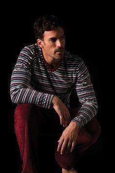 Pijama hombre terciopelo Soy Underwear. Cuello pico y estampado de rayas. #Soy #sleepwear