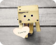 Danbo Love's you. Danbo, Box Robot, Robot Costumes, Amazon Box, I Love You, My Love, Cute Box, Little Boxes, Love Images