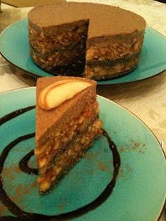 Almás- mákos nyers torta, Raw apple and poppy seed cake: ~ Nyers konyha Vegan Recepies, Raw Vegan Recipes, Vegan Food, Raw Cake, Vegan Cake, Raw Desserts, Healthy Desserts, Poppy Seed Cake, Tall Cakes