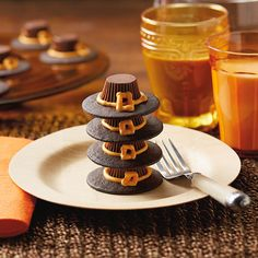 This easy, fun and low-mess Thanksgiving dessert recipe features miniature peanut butter cups and chocolate wafer cookies assembled into pilgrim hats.
