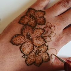 How to create henna flowers 🌸🌸🌸 Henna Art, Hand Henna, Henna Flowers, Mehendi, Create, Tattoos, Instagram Posts, Tatuajes, Tattoo
