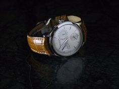 Great casual watch band and classic face.