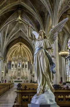 Sweetest Heart of Mary Roman Catholic Church, Detroit Old Churches, Catholic Churches, Catholic Art, Templer, I Believe In Angels, Church Interior, Church Architecture, Angel Statues, Cathedral Church