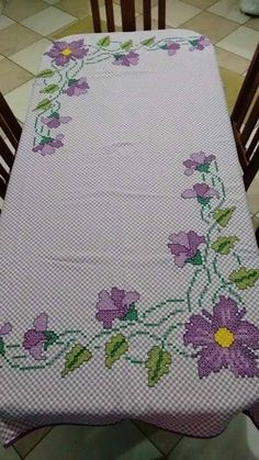 Beautiful retro/ floral cross stitch embroidered tablerunner / tablecloth in linen from Sweden Cross Stitch Flowers, Cross Stitch Patterns, Chicken Scratch, Retro Floral, Embroidery For Beginners, Chain Stitch, Facebook Sign Up, Hand Stitching, Hand Embroidery