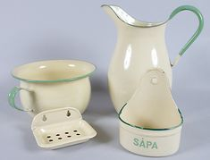 Cream and Green Enamelware Vintage Enamelware, Vintage Kitchenware, Vintage Dishes, Enamel Teapot, Enamel Ware, Vintage Green, Retro Vintage, Retro Renovation, Vintage Bathrooms