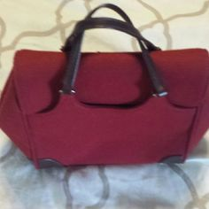 Banana Republic red/brown purse Classy banana republic Handbag red/maroon with Brown trim & handles. Small smudge on one corner but not noticeable. 2 inside pockets, 2 outside pockets. Banana Republic Accessories