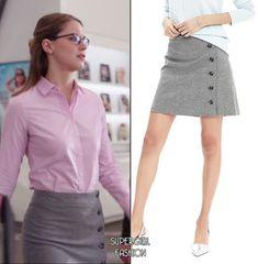 Kara Danvers wears this Banana Republic side-button gray flannel skirt on Supergirl Fashion Tv, Work Fashion, Fashion Outfits, Office Fashion, Supergirl Outfit, Supergirl Comic, Girly Outfits, Cute Outfits, Flannel Skirt