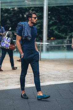 All blue man check out them shoes monochromatic, fitted tee + joggers + polka dotted blazer // menswear casual street style + fashion Fashion Moda, Mens Fashion, Fashion Trends, Style Fashion, Fashion Menswear, Fashion 2017, Men Summer Fashion, European Fashion Men, Fashion Check