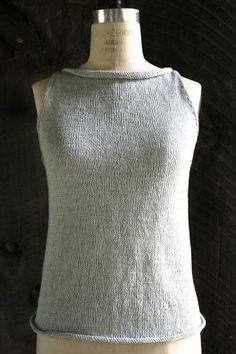 Tulip Tank Top, knit primarily in stockinette stitch for a smooth finish and a pretty, little curl along the short-row-shaped edges - FREE knitting pattern (3/3) (hva)