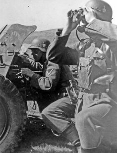 German soldiers of the XIV Panzer Corps man a Pak anti-tank gun while scanning for targets. North of Stalingrad, August 1942 World On Fire, World War Two, Battle Of Stalingrad, German Uniforms, Military Figures, Army Soldier, German Army, Panzer, Germany