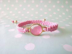 Fio encerado rosa, pingente sal grosso rosa. Altura: 0,5cm. Diâmetro aproximadamente 5,5 cm.  Abertura total: 9,5cm para entrada no braço. Pingente: 2cm X 1,5cm. R$19,90