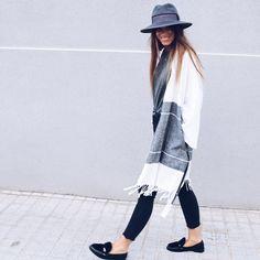 "35.5 mil Me gusta, 159 comentarios - Marta Riumbau (@riumbaumarta) en Instagram: ""Monday."" Duster Coat, Kimono Top, Hats, Instagram Posts, Jackets, Women, Style, Closet, Inspiration"