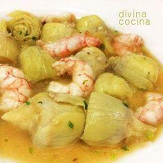 Para elaborar estas alcachofas con langostinos: Para 4 personas: 12 alcachofas medianas - 250 gr de langostinos limpios y pelados - Media cebolla - 2 dientes de ajo - 1 hoja de laurel - 1 cucharadita de harina - 100 gr de taquitos de jamón ibérico - Limón - 1 vasito (150 ml) de vino blanco (son perfectos los finos de Jerez, la Manzanilla o los olorosos secos) - Sal. pimienta, perejil picado y aceite de oliva virgen extra