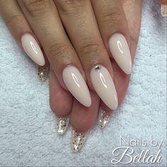 Lara, ljusa mjölkrosa stiletto med crystal swarovski å silver glitter  #nails #by #me #gelnails #gelénaglar #nailart #naildesign #dopenails #OPI #nailsbybellah