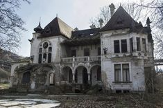 Spitzer Castle in Beočin, Serbia. Abandoned home. Abandoned Buildings, Abandoned Property, Old Abandoned Houses, Abandoned Castles, Old Buildings, Abandoned Places, Old Houses, Beautiful Architecture, Beautiful Buildings