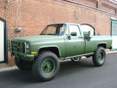 old chevy military truck lifted Gm Trucks, Diesel Trucks, Cool Trucks, Chevy Trucks, Pickup Trucks, Cool Cars, Lifted Trucks, Supercars, Hors Route
