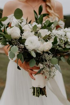 White Wedding Bouquets, Bride Bouquets, Flower Bouquet Wedding, Floral Wedding, Flower Bouquets, Fall Wedding, Wedding Ideas, Purple Bouquets, Peonies Bouquet