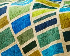 Diane Minkley machine-quilted interlocking swirls across the quilt top.