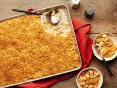Pasta idea - Get Extra-Crunchy Sheet-Pan Mac and Cheese Recipe from Food Network Pan Mac And Cheese Recipe, Cheese Recipes, Pasta Recipes, Cooking Recipes, Dinner Recipes, Batch Cooking, Pan Cooking, Cooking Stuff, Beef Recipes