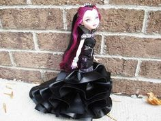 How to make a Ever After High or Monster High Dress. Beautiful and gorgeous. Love. Can't wait to do it. The blonde in the pic.