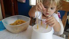 Migliorare la motricità fine con la pasta. 4 attività da fare coi bimbi - Centrifugato di Mamma Motor Activities, Pasta, Child Development, Montessori, Crafts For Kids, Decluttering, Food, Fine Motor, 3