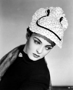 Suzan Ball 1952